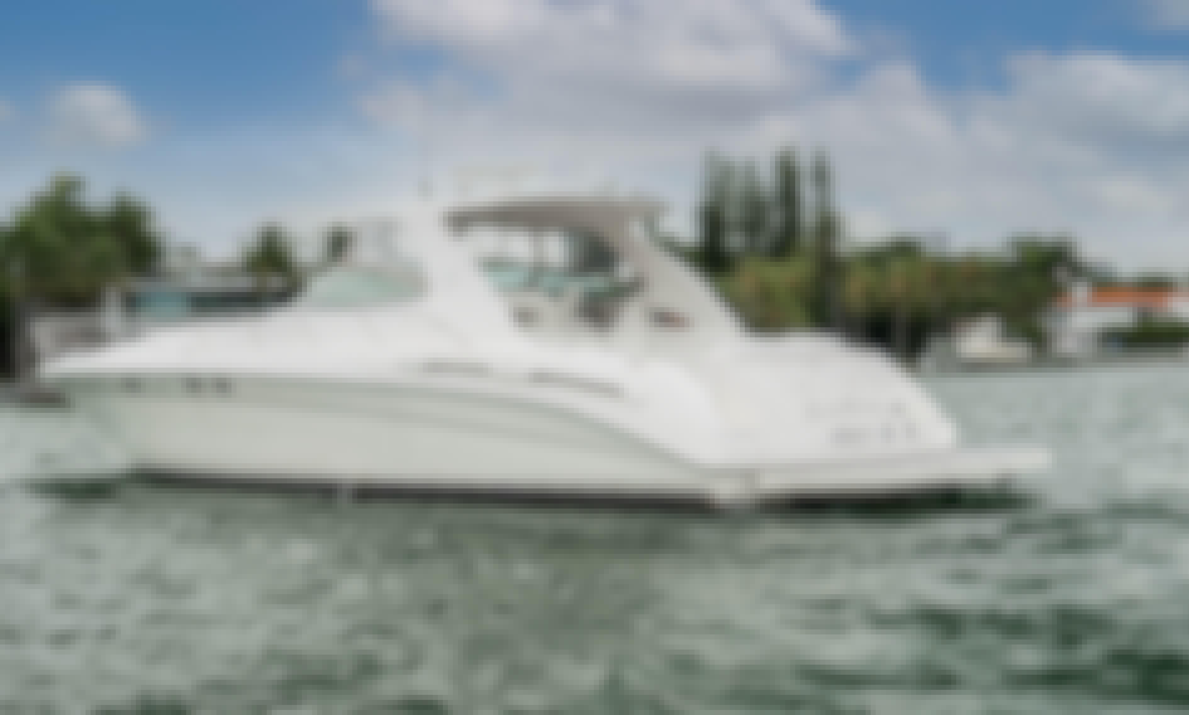60' Sea Ray Sundancer Motor Yacht Charter in Miami Beach