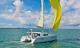Charter a Lagoon 400 for 10 People in Alimos, Greece