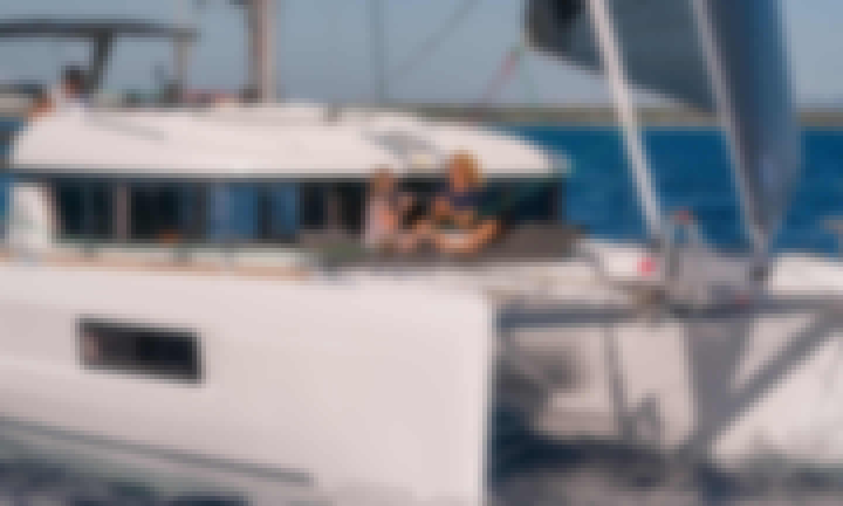 Lagoon 40 - Perfect for Bareboat Charter of Up to 10 People in Alimos, Greece