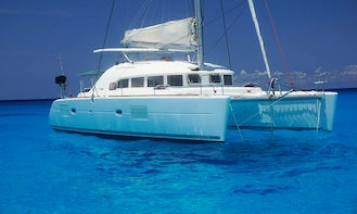 38' Luxury Catamaran with plenty of room Available for 5-hour Inha Reef and La Bocana Tours