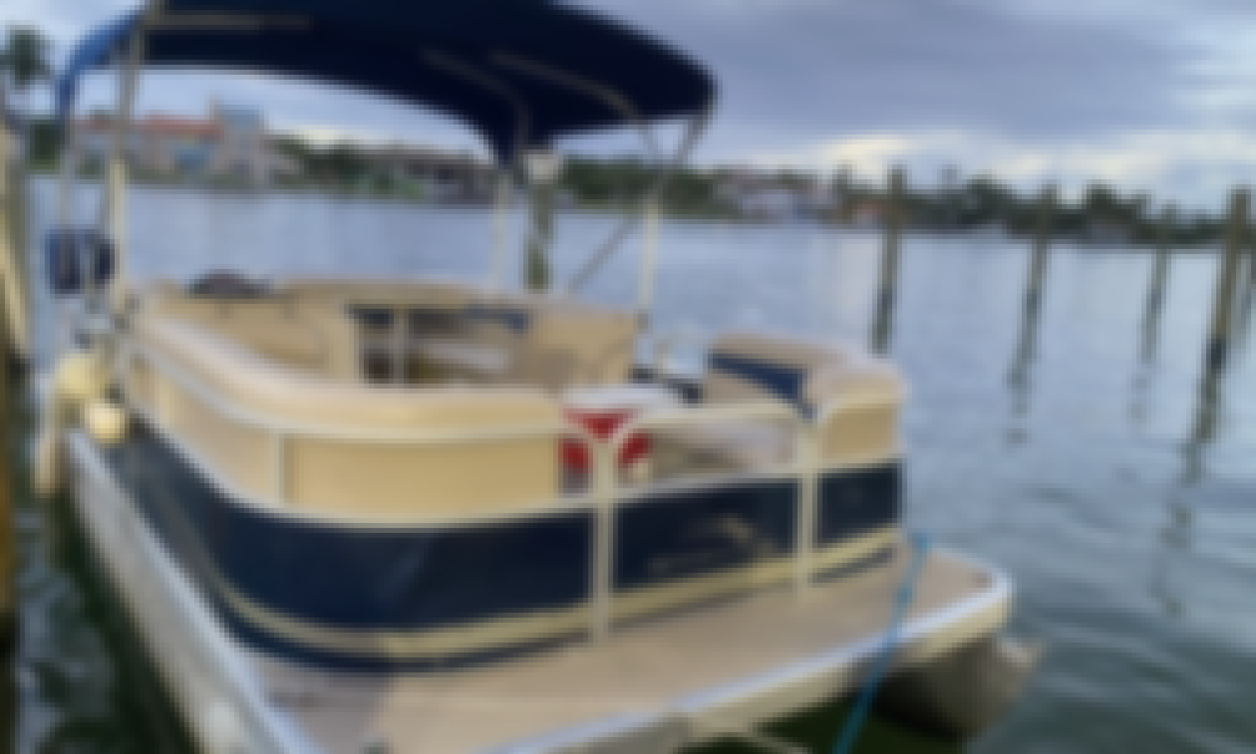 Awesome Bennington 20' Pontoon to Rent in Miami Beach! Bring your friends and family!