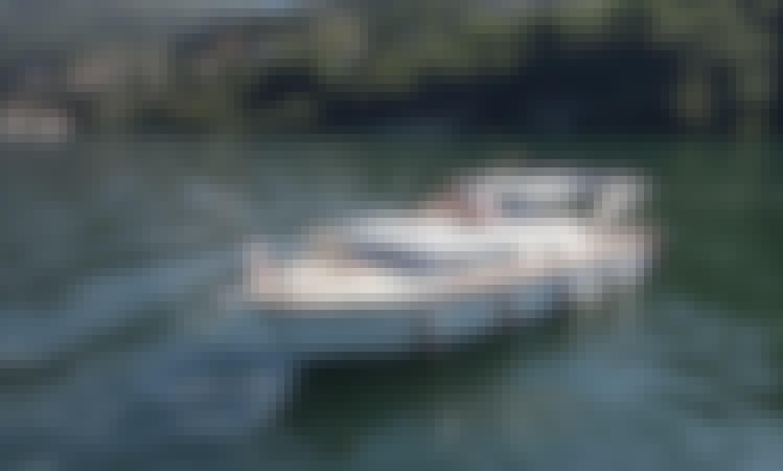 Discover the Beauty of Lake Como on Mizar III Picchiotti Giglio Boat