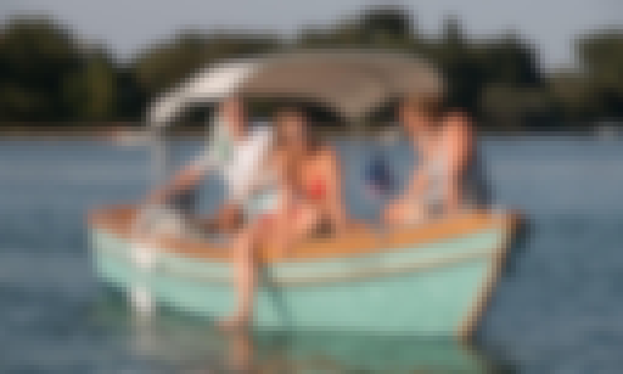 Amazing Venetian Day Trip with Self Drive Electric Boat in Venezia