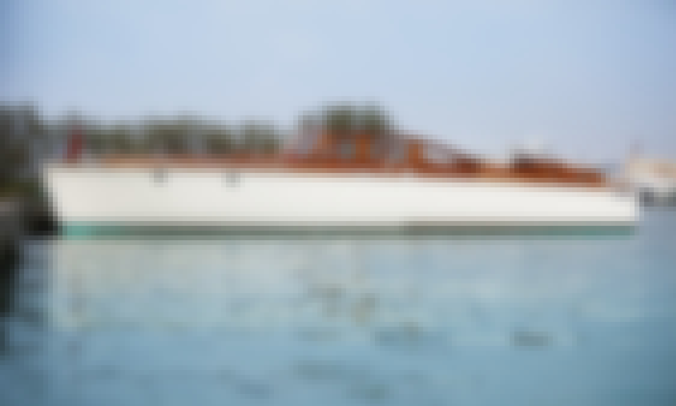 Half Day / Full Day Venice Tour on 31' Vintage Classic Boat for up to 9 people in Venezia, Veneto