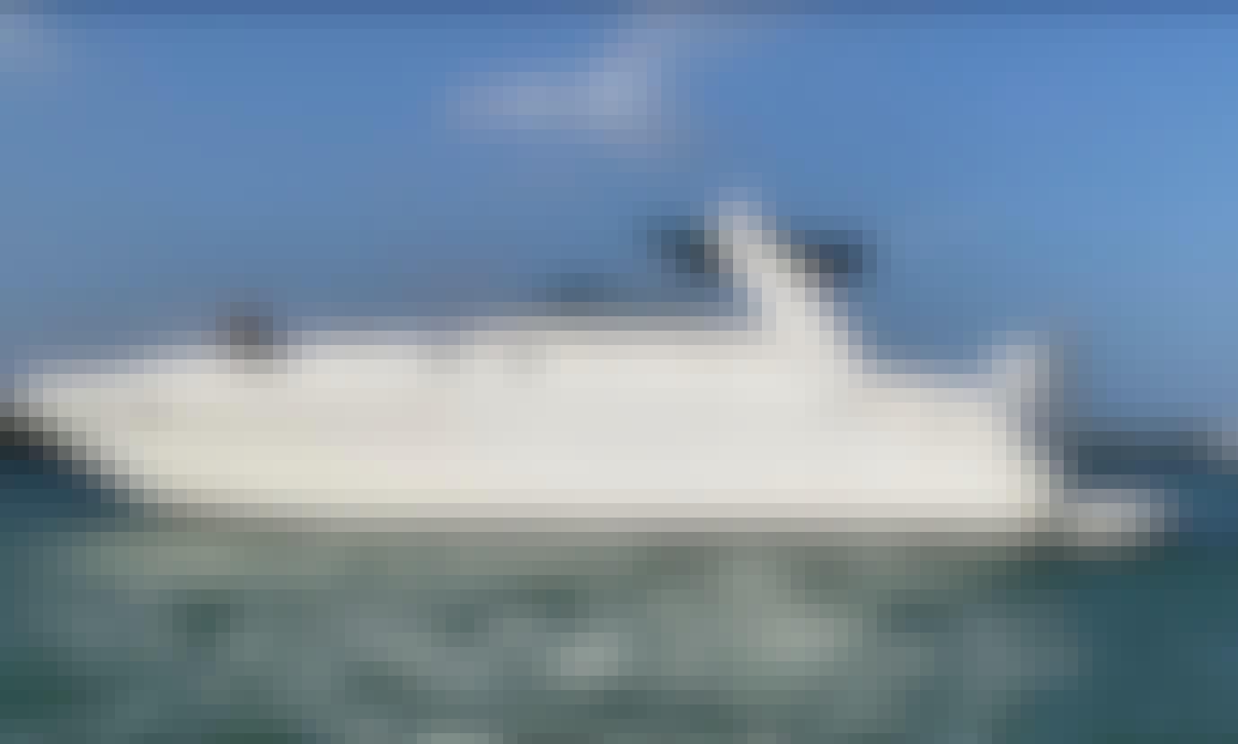 Sea Ray Sundancer in Biscayne Bay