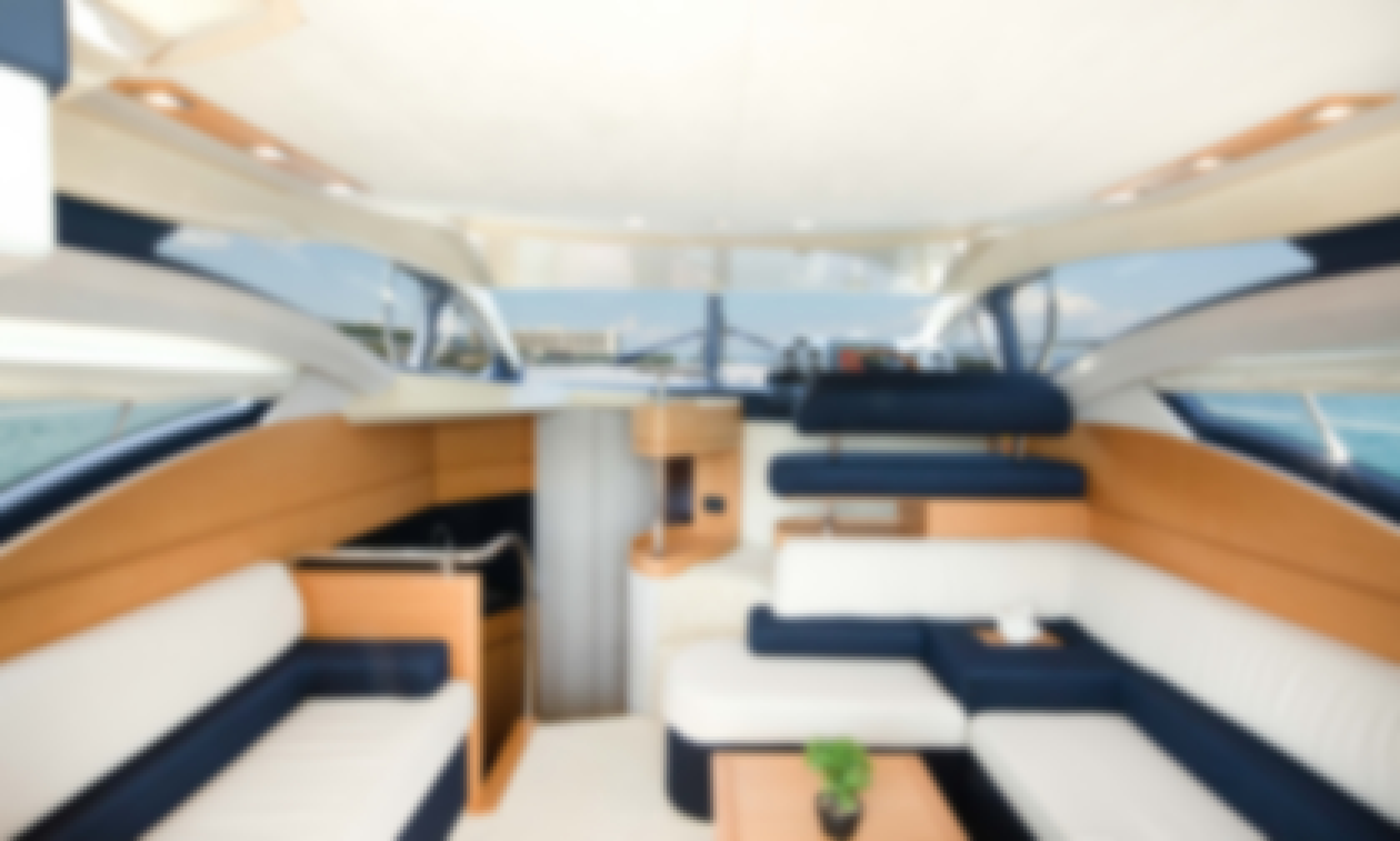 Azimut 43 Luxury Flybridge Motoryacht in Corfu
