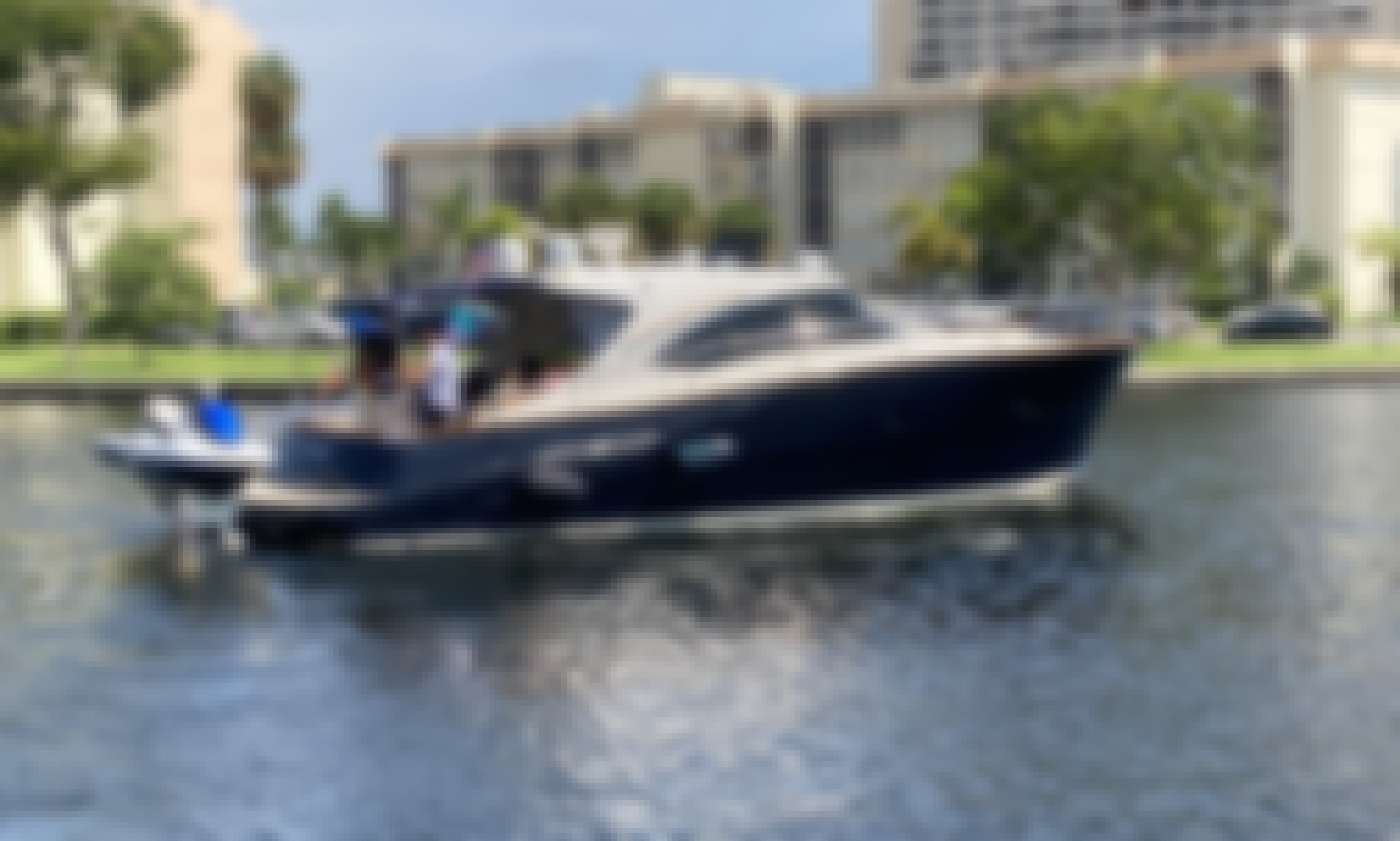 SEXY ITALIAN Austin Parker 44' Luxury Yacht for Charter in Miami