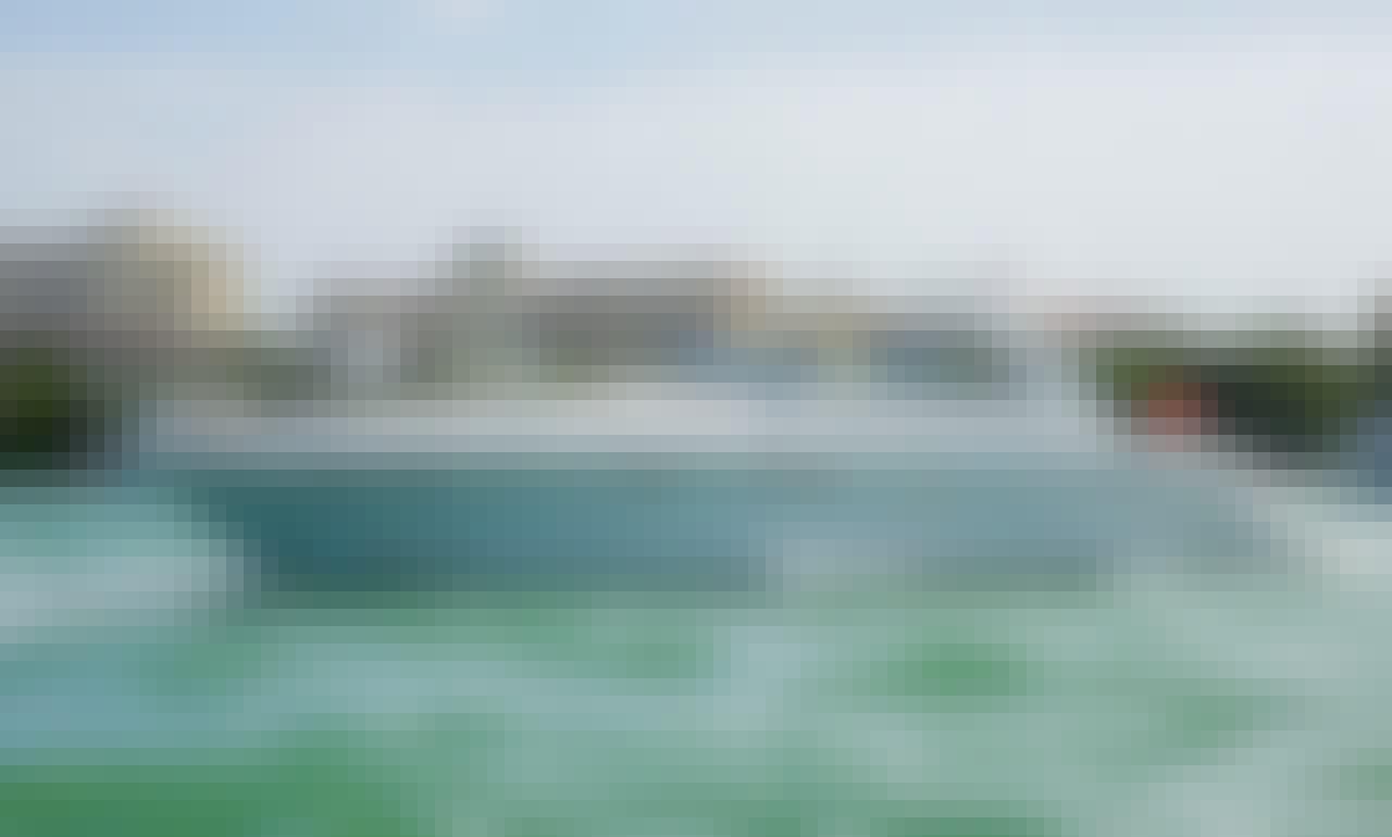 Luxurious Sea Ray 53' in Tulum Beach