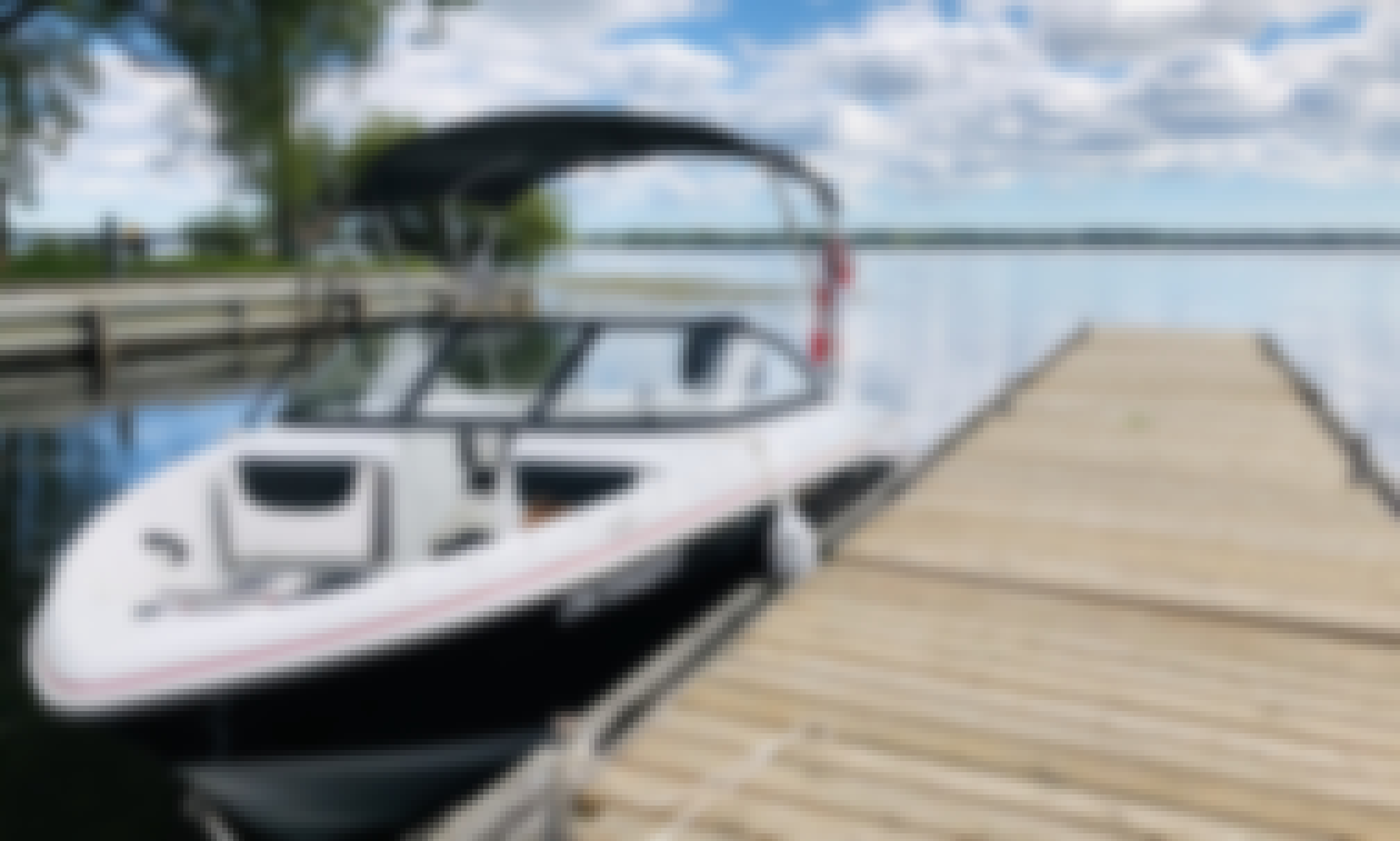 Enjoy the outdoors on a Tahoe 450 Bowrider in Ontario