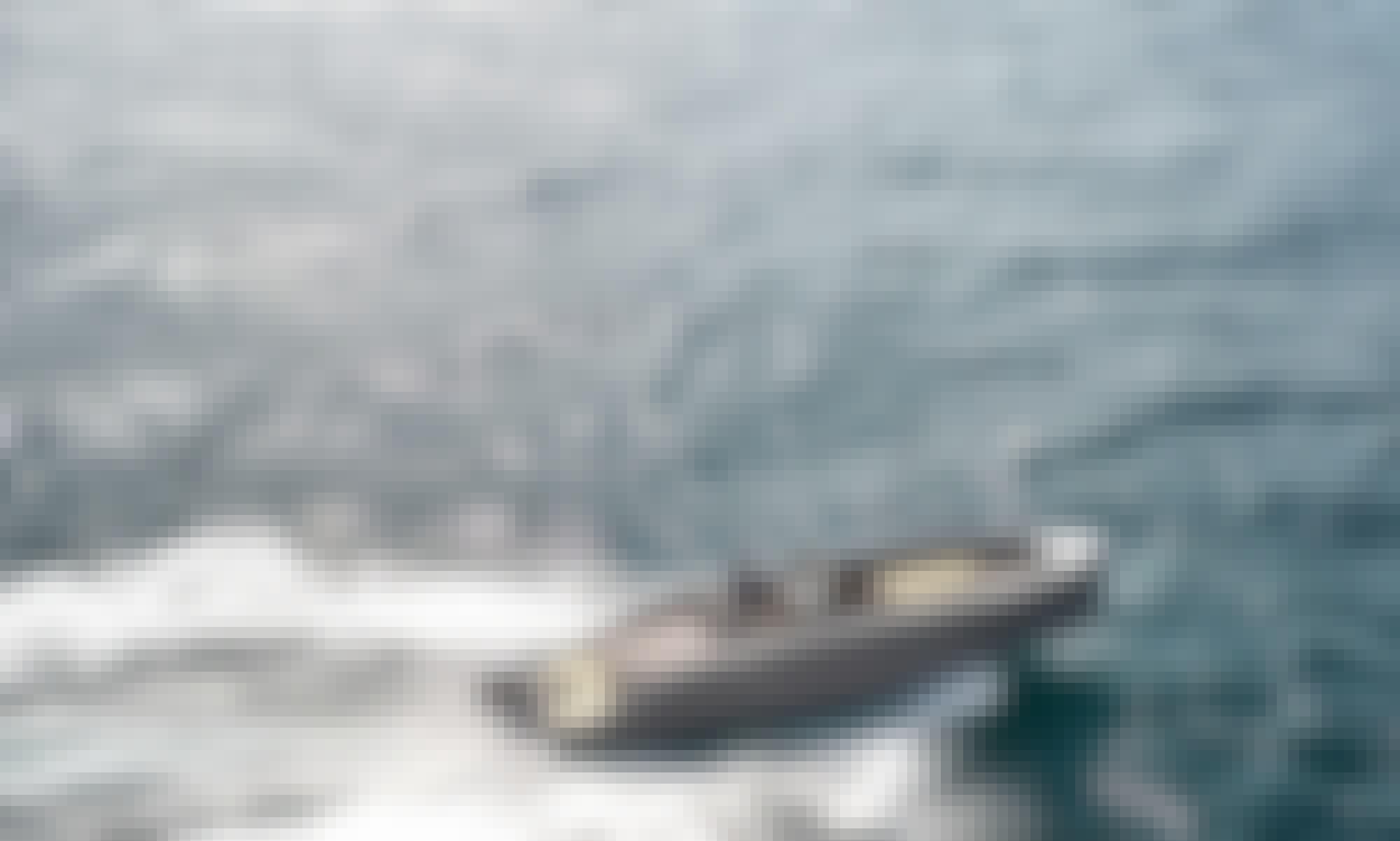 Luxury RAND Play 24' Powerboat in Lisbon