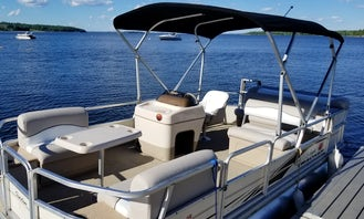18' Sun Tracker Party Barge in Plattsburgh, New York