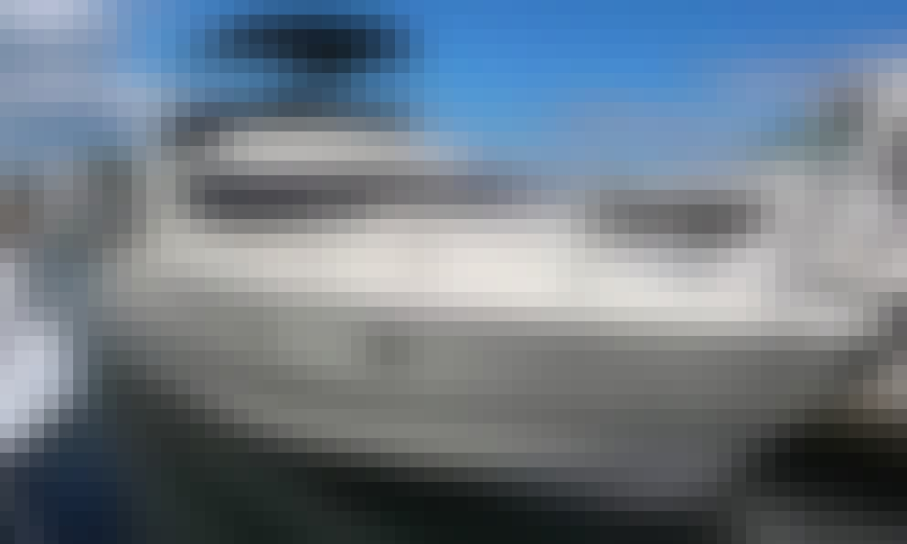 46' Azimut Quartano Motor Yacht Rental in Chicago, Illinois