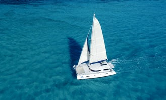 40 people 50ft Deluxe Cruising Catamaran in Cancún, Mexico For Charter