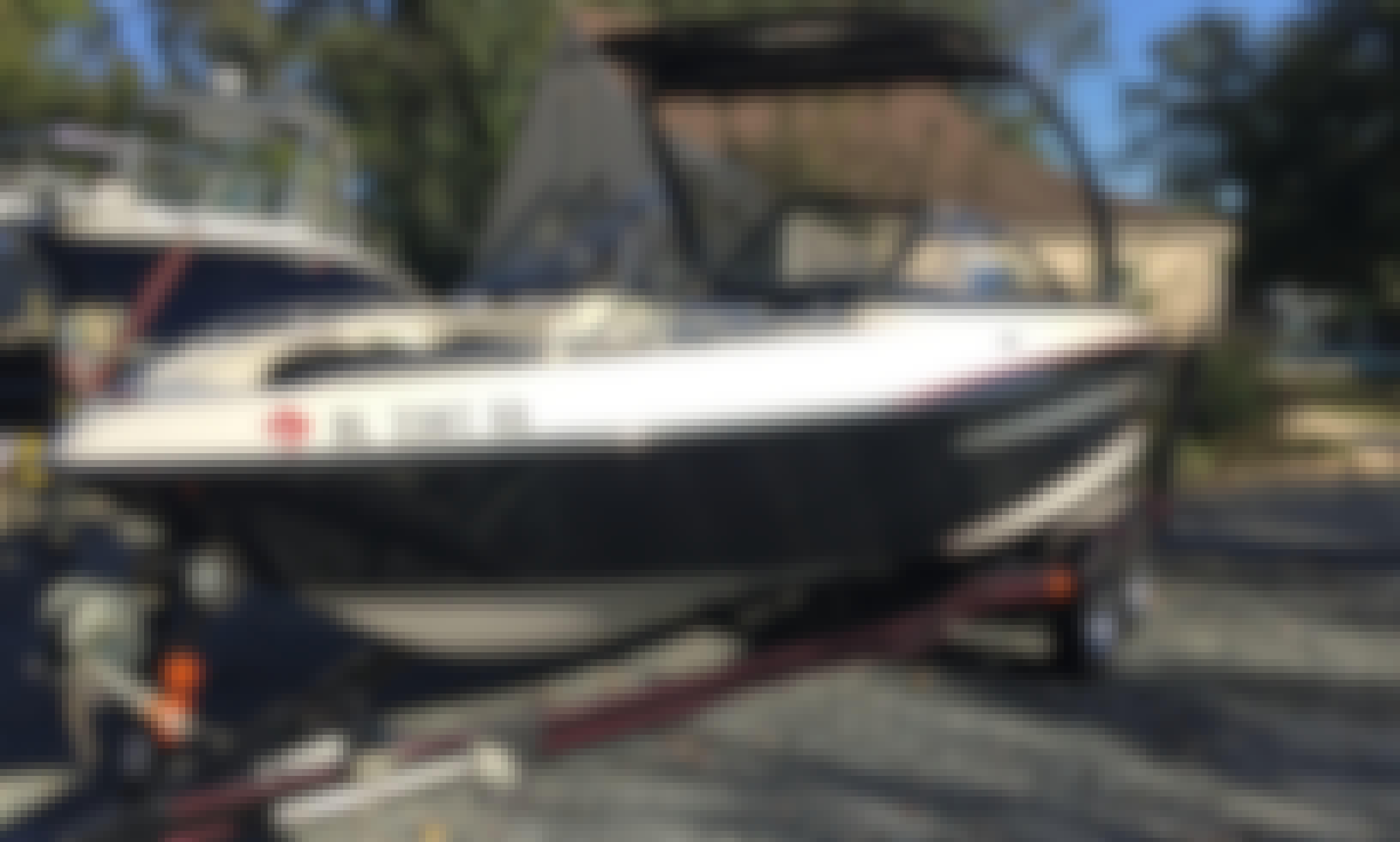 Stunning Malibu 22' Surf/Wake/Waterski Boat! For up to 8 people