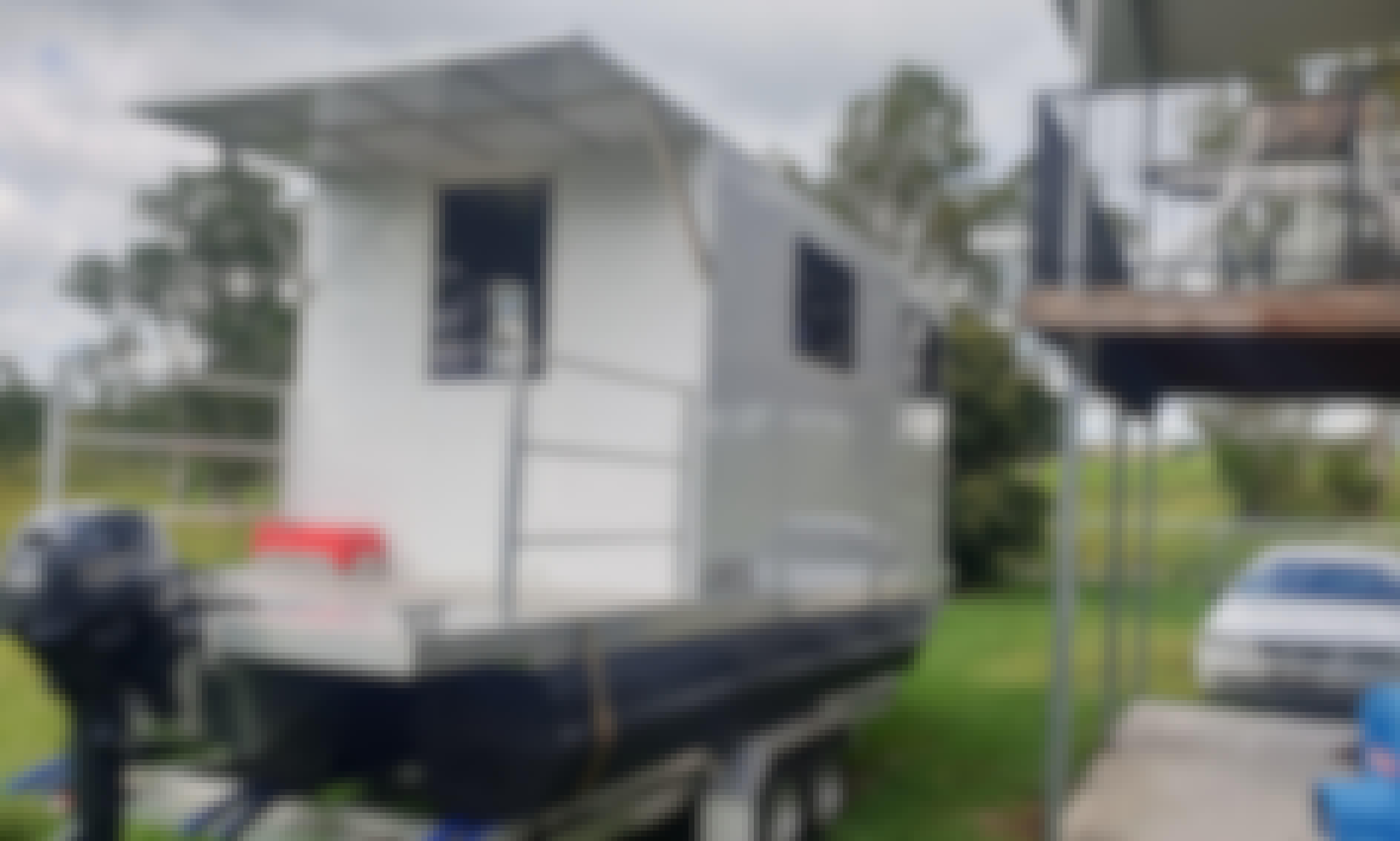 Tiny Houseboat Pontoon Hire /BBQ boat on Maroochydore Maroochy River