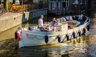 Book the 'Damrak Gin Hal Canal Boat' in Amsterdam, Netherlands (100% electric)