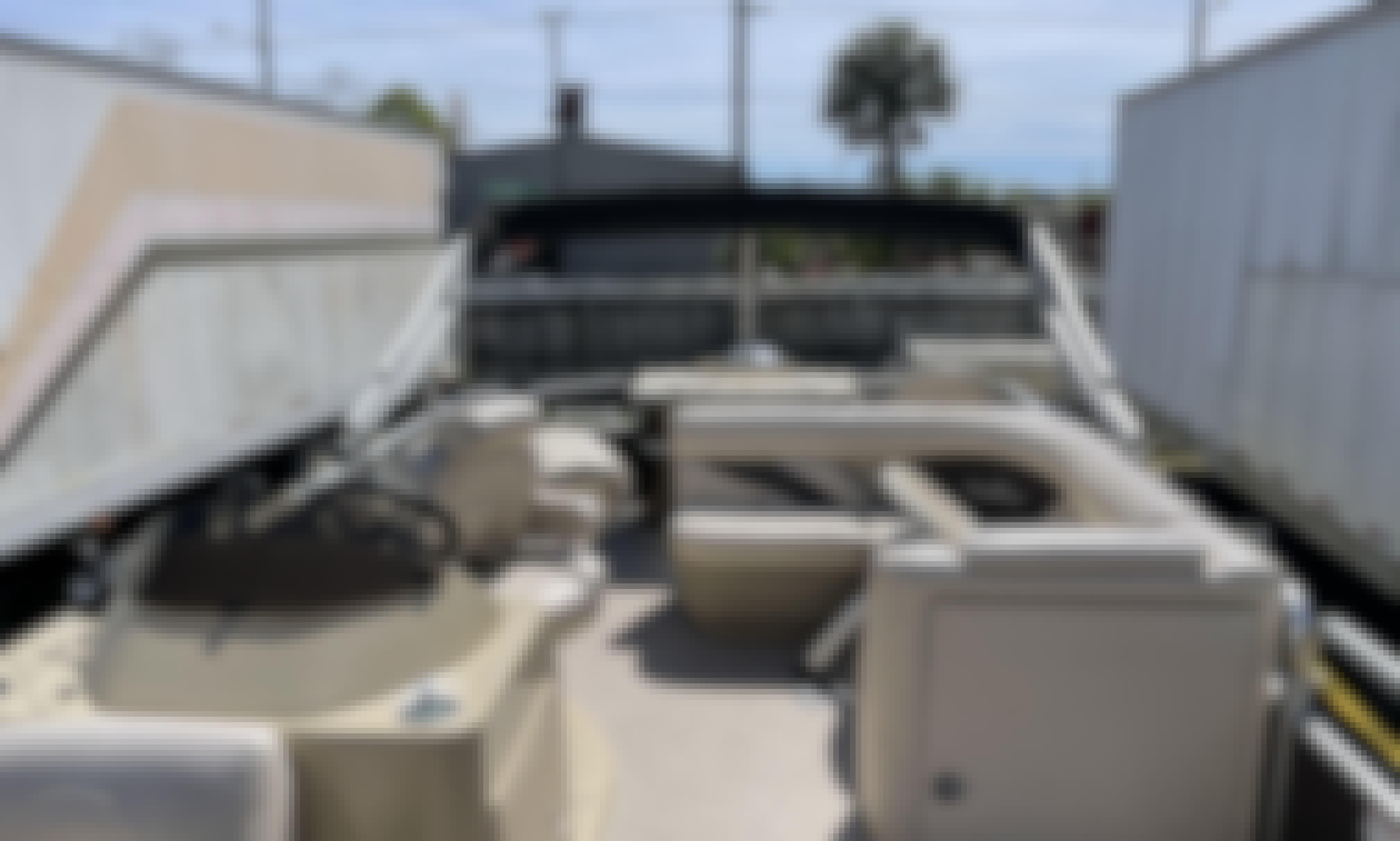 24' SunChaser Craft 8520 Classic Cruise-n-Fish Pontoon Rental in Tampa, Florida
