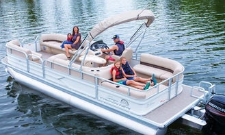 Charter this 22' Sun Tracker DLX Pontoon on Lake Lewisville - With Captain