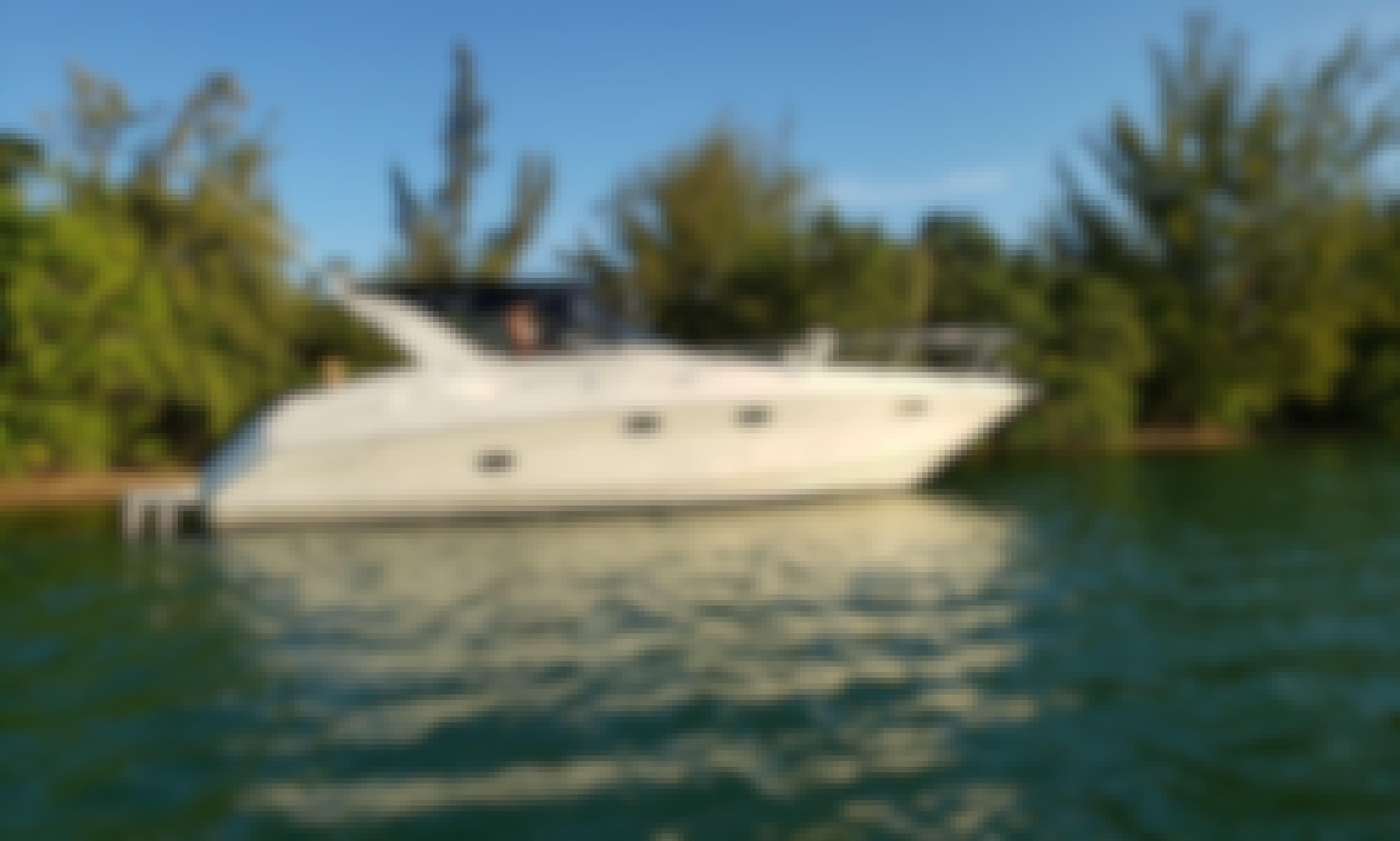 Delightful 32' Regal Commodore for Sightseeing & Sandbar Visit