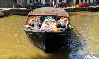 Private boat hire in Amsterdam with captain & bar