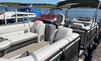 Godfrey Aquapatio 26ft Luxury Tritoon 150 Hp Yamaha On Saratoga Lake For Up To 12 People