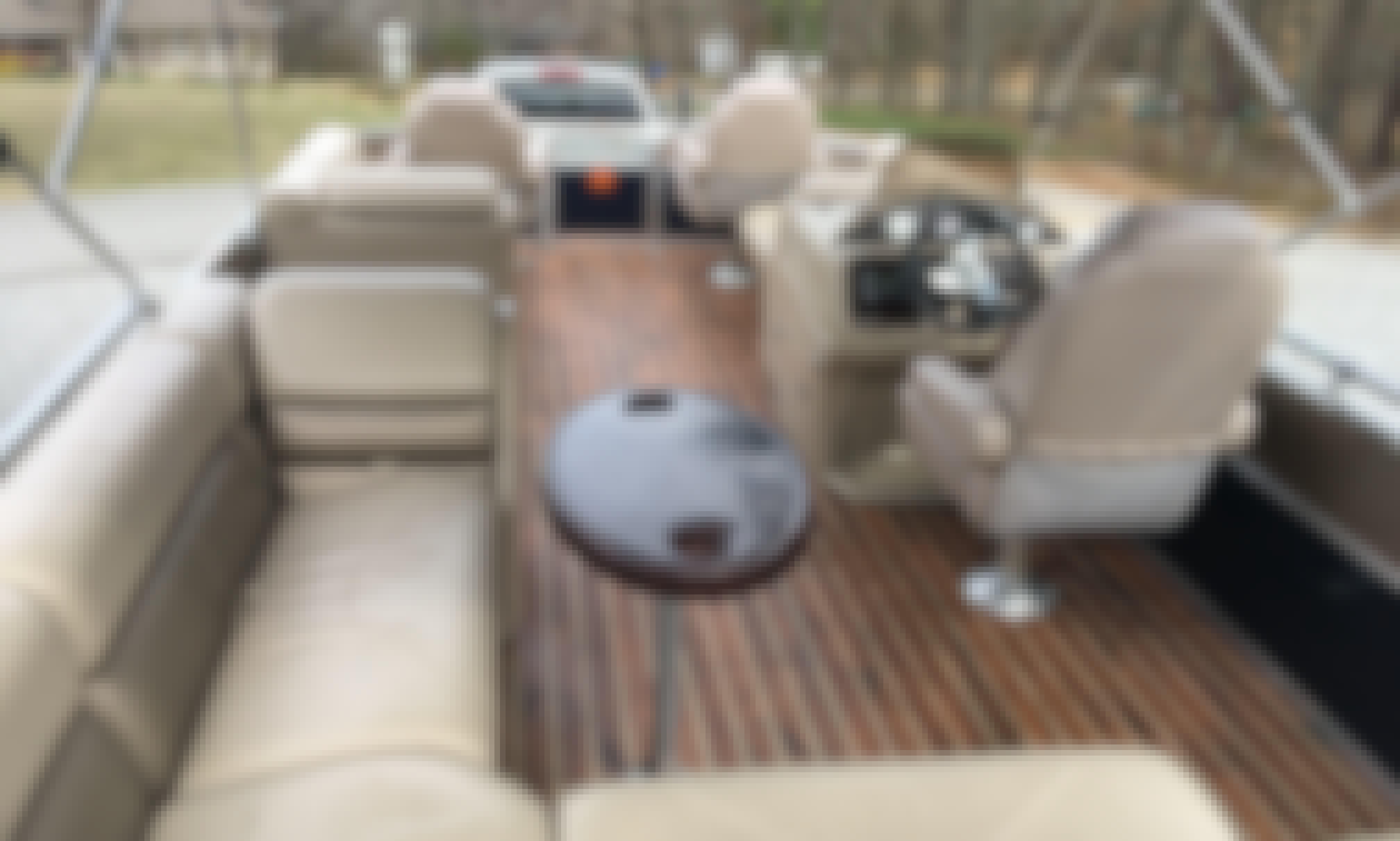 Modern  Pontoon on Pickwick Lake!!