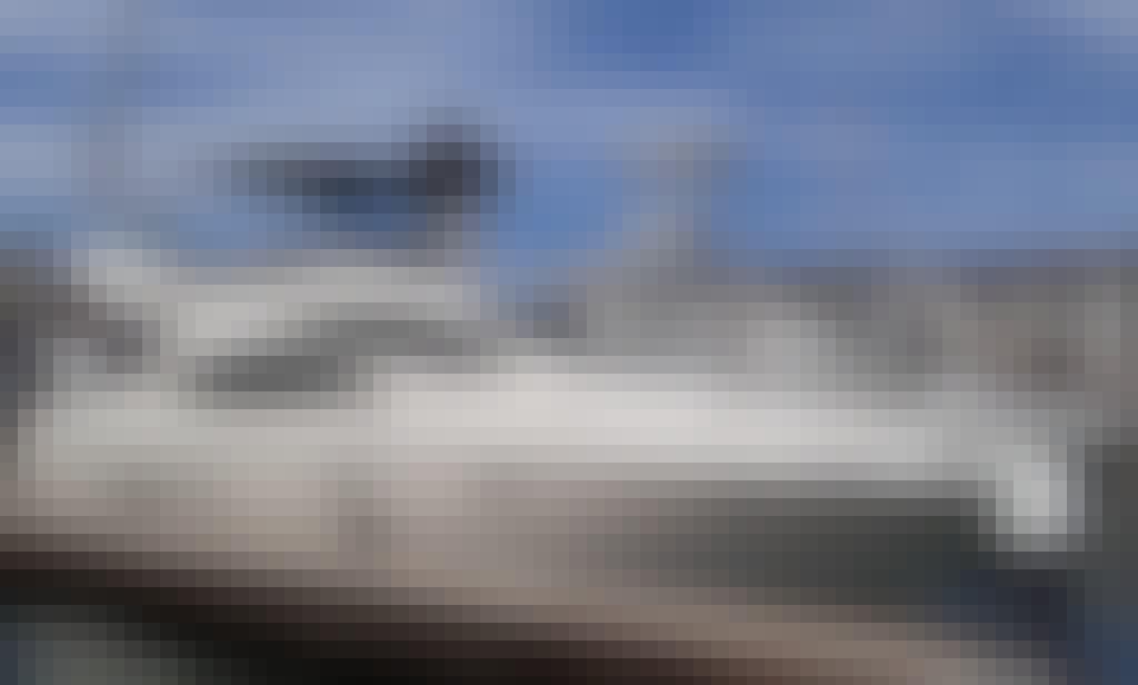 Luxurious Yacht Azimut 42 in Puerto Vallarta