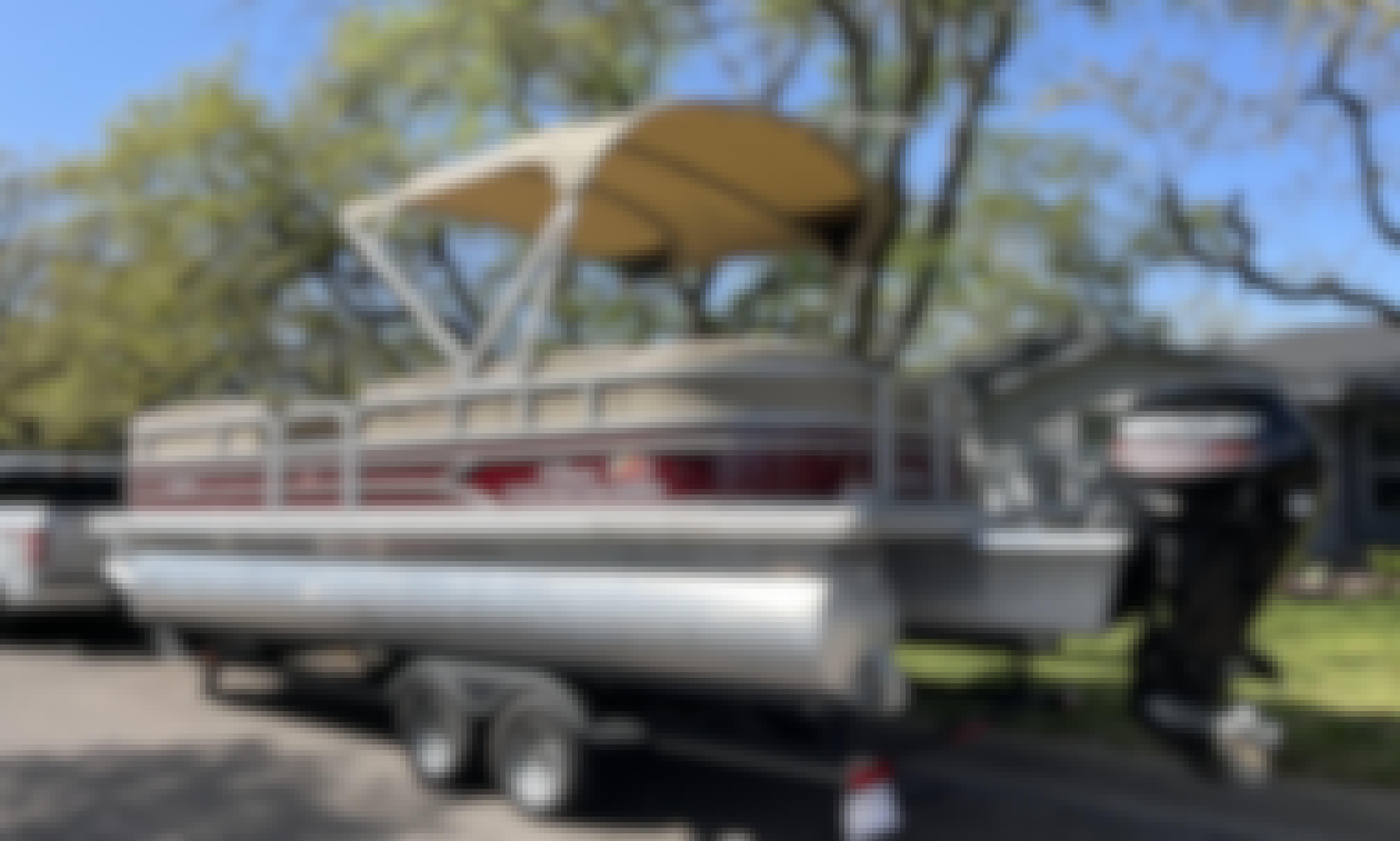Sun Tracker 24 Pontoon boat for rent on Joe Pool Lake