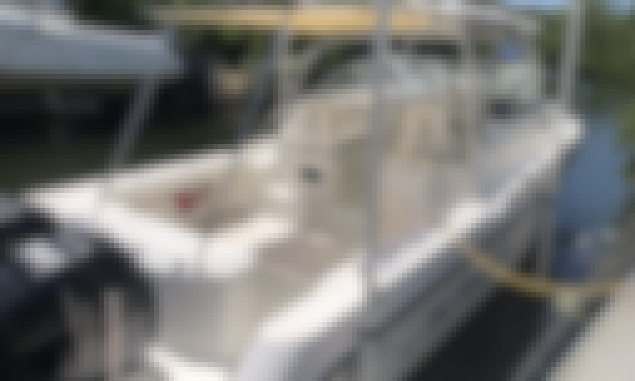 32' Boston Whaler Conquest with large cabin & AC
