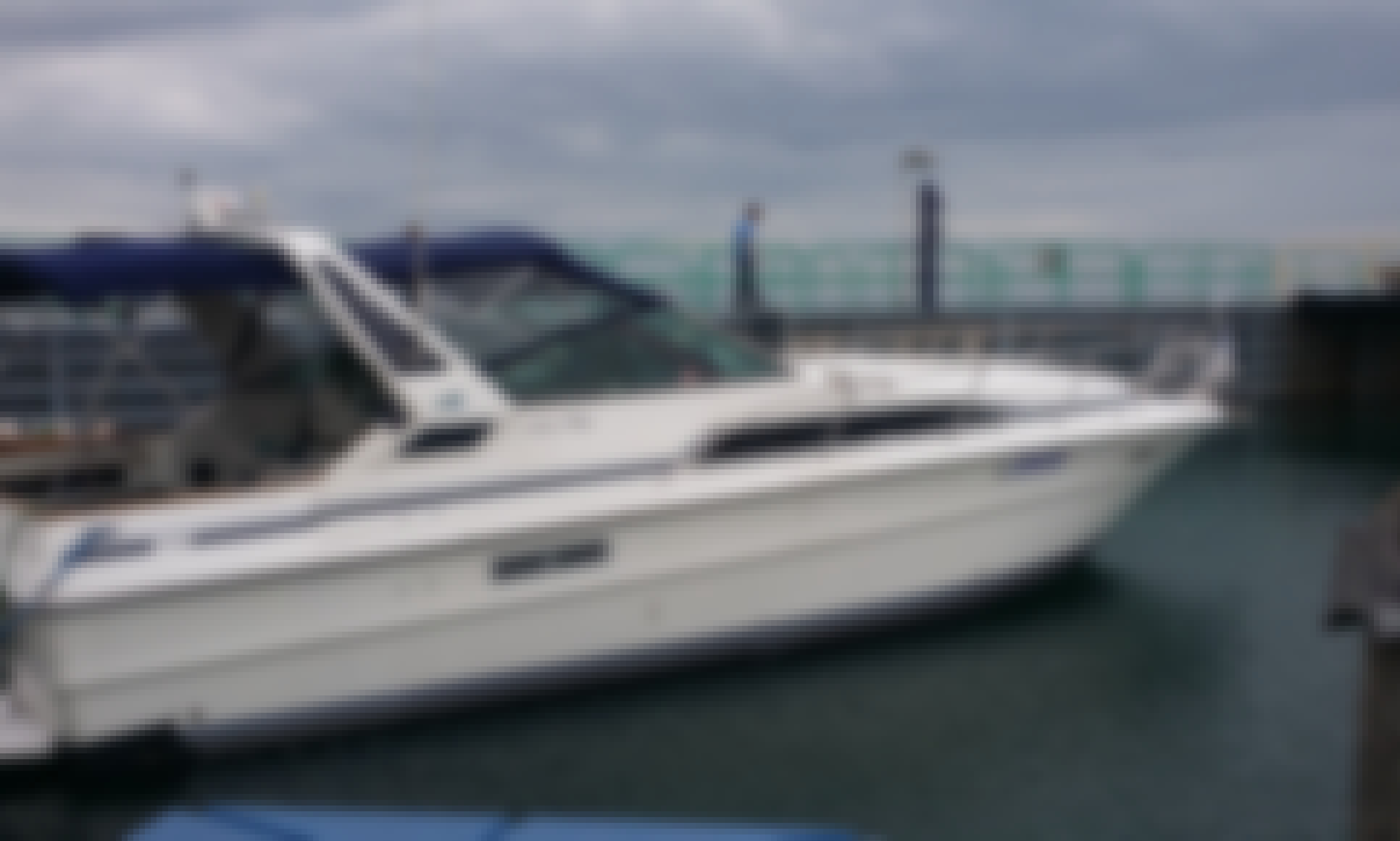 Luxury Motor Yacht Searay in Chicagoland area
