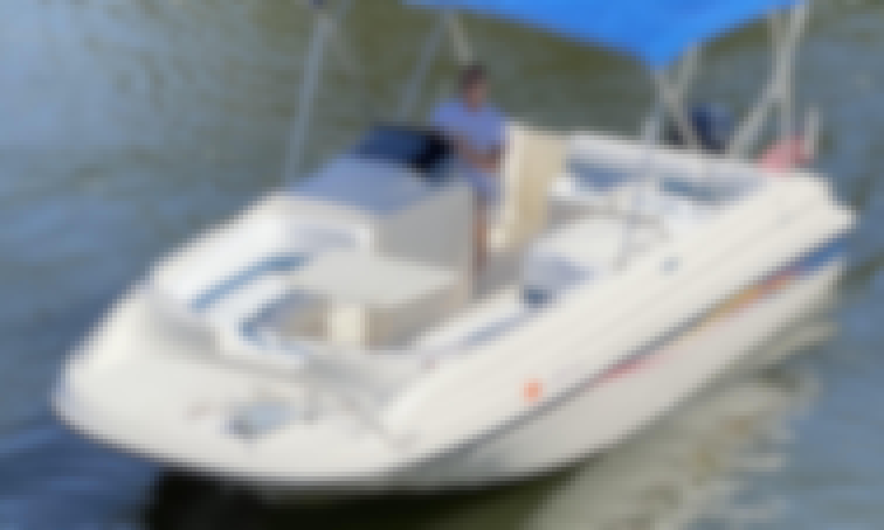 Beautiful and Super Comfortable 22' Bayliner Rendevouz Deck Boat