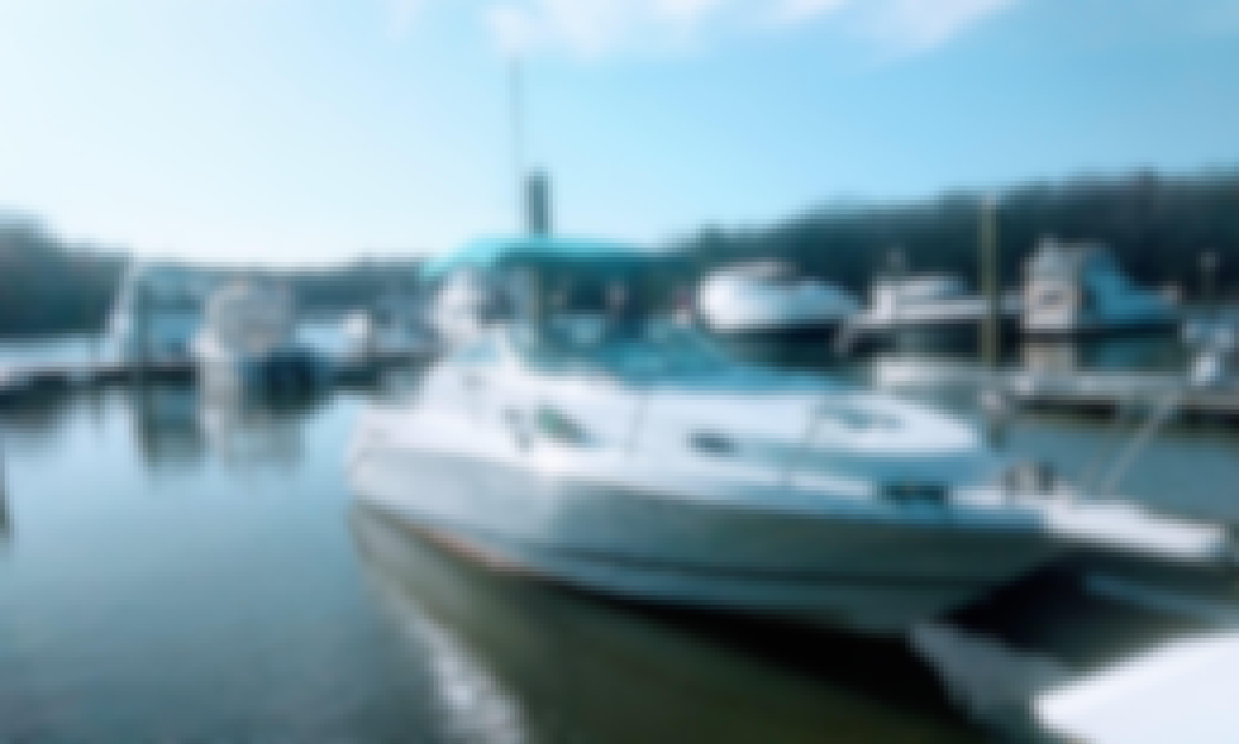 Cruiser Yacht in Fort Washington