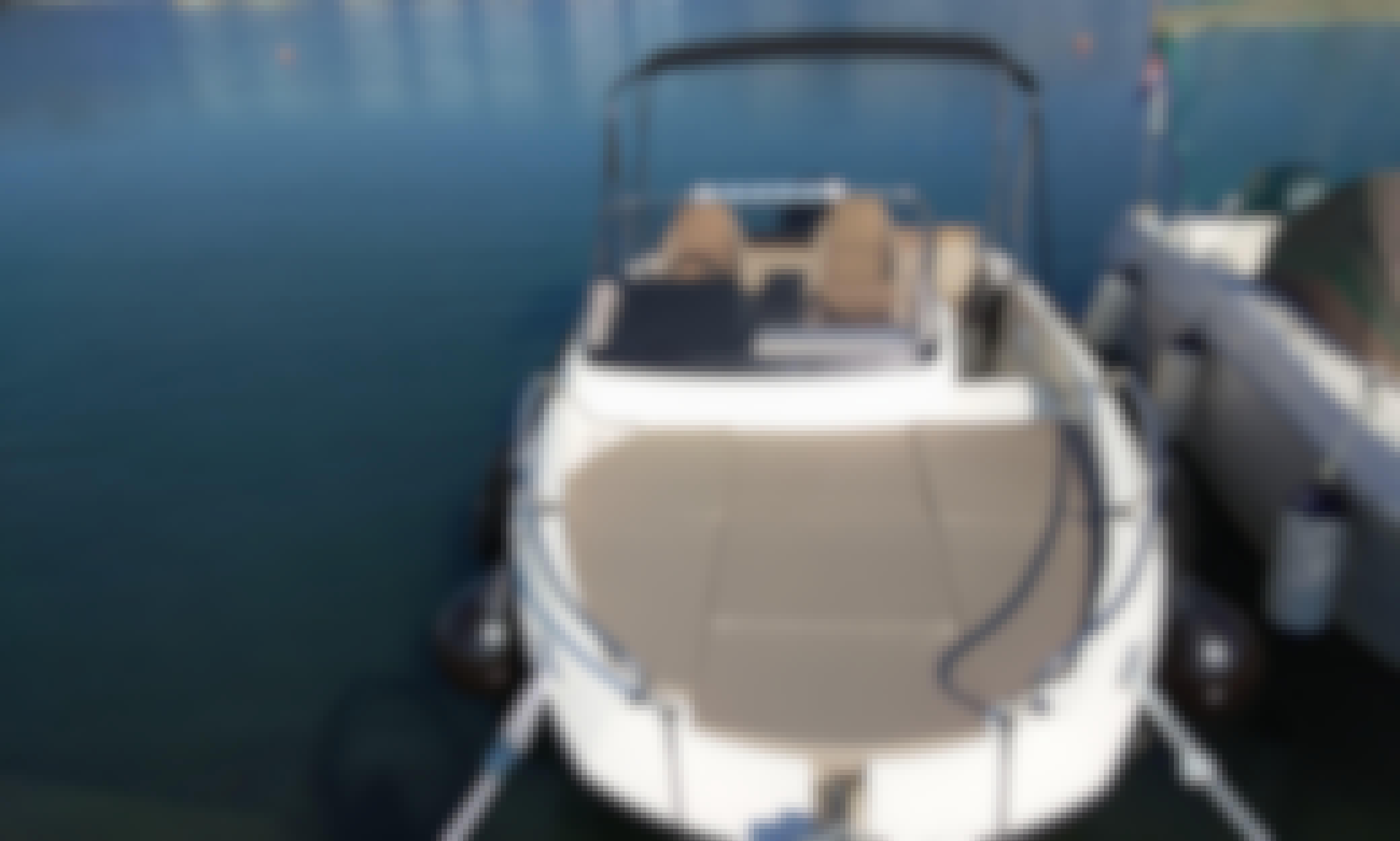 Powerboat day rental in Pješčana Uvala