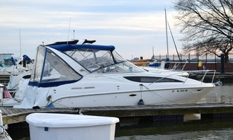 Comfortable Bayliner Ciera 2855 cabin cruiser on the Potomac River in Washington, D.C.