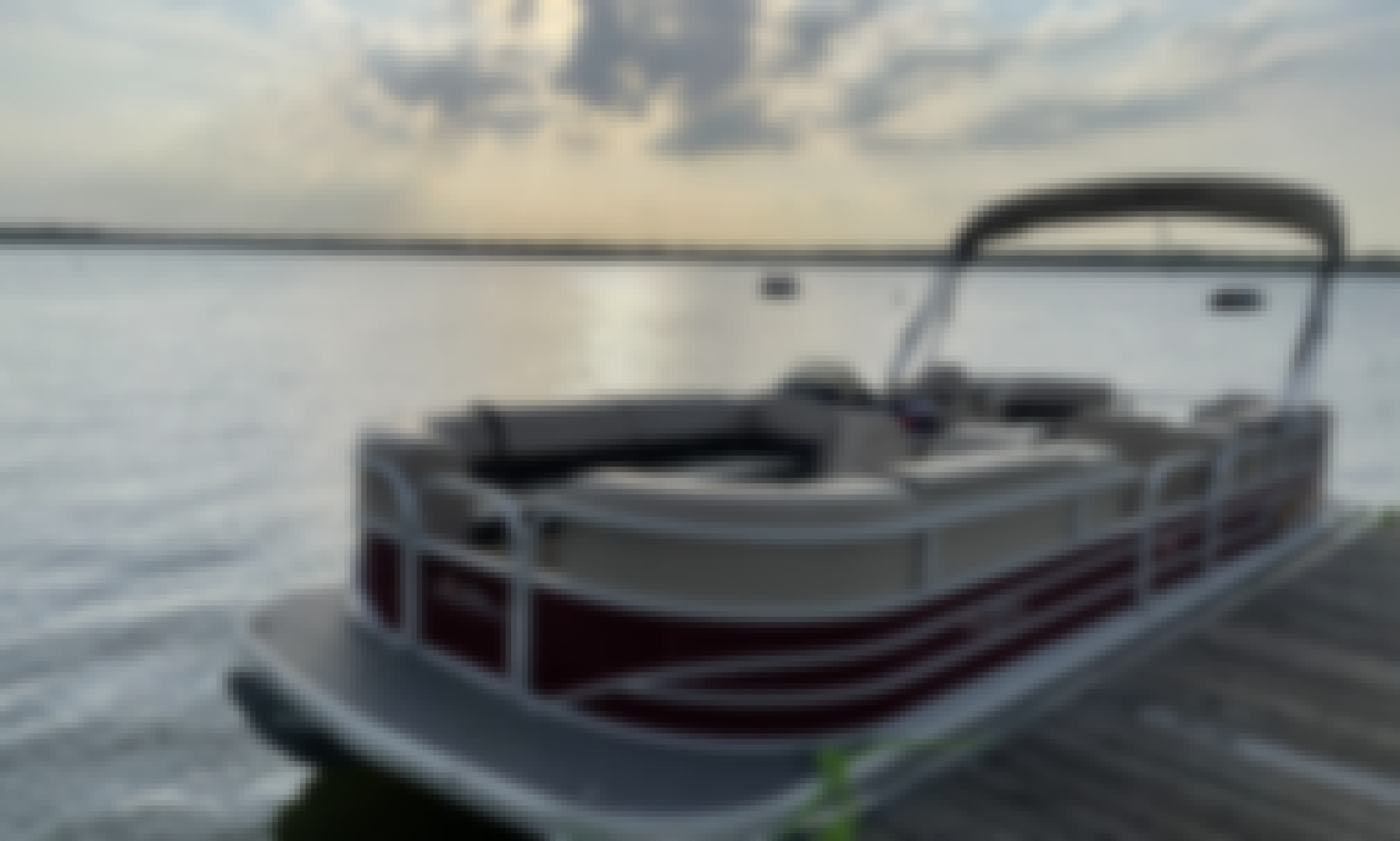 Sun Tracker 24' Pontoon Boat for Rent on Cedar Creek Lake