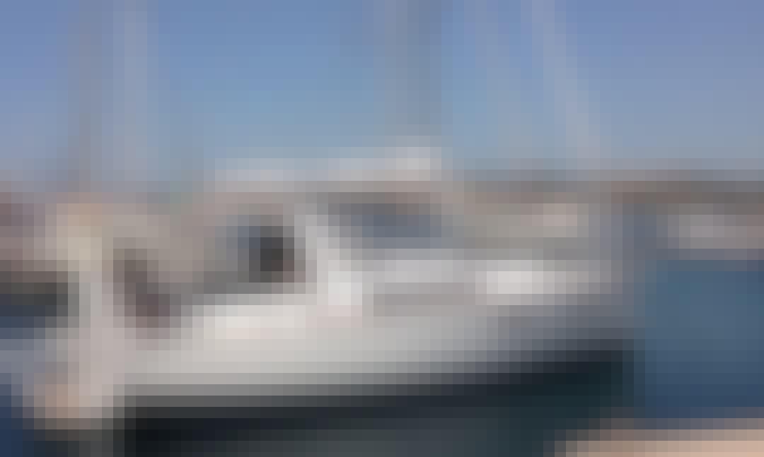 Beneteau Oceanis Exclusive Charter 35.1 in Taranto