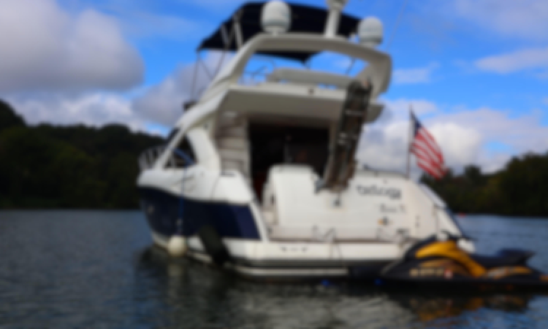 Luxury Yacht Cruise in the Potomac - 52' Flybridge
