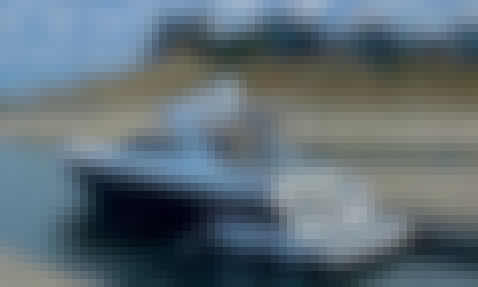 Luxury Monterey 378 Yacht on Lake Travis Bow Rider for 15ppl in Austin, TX