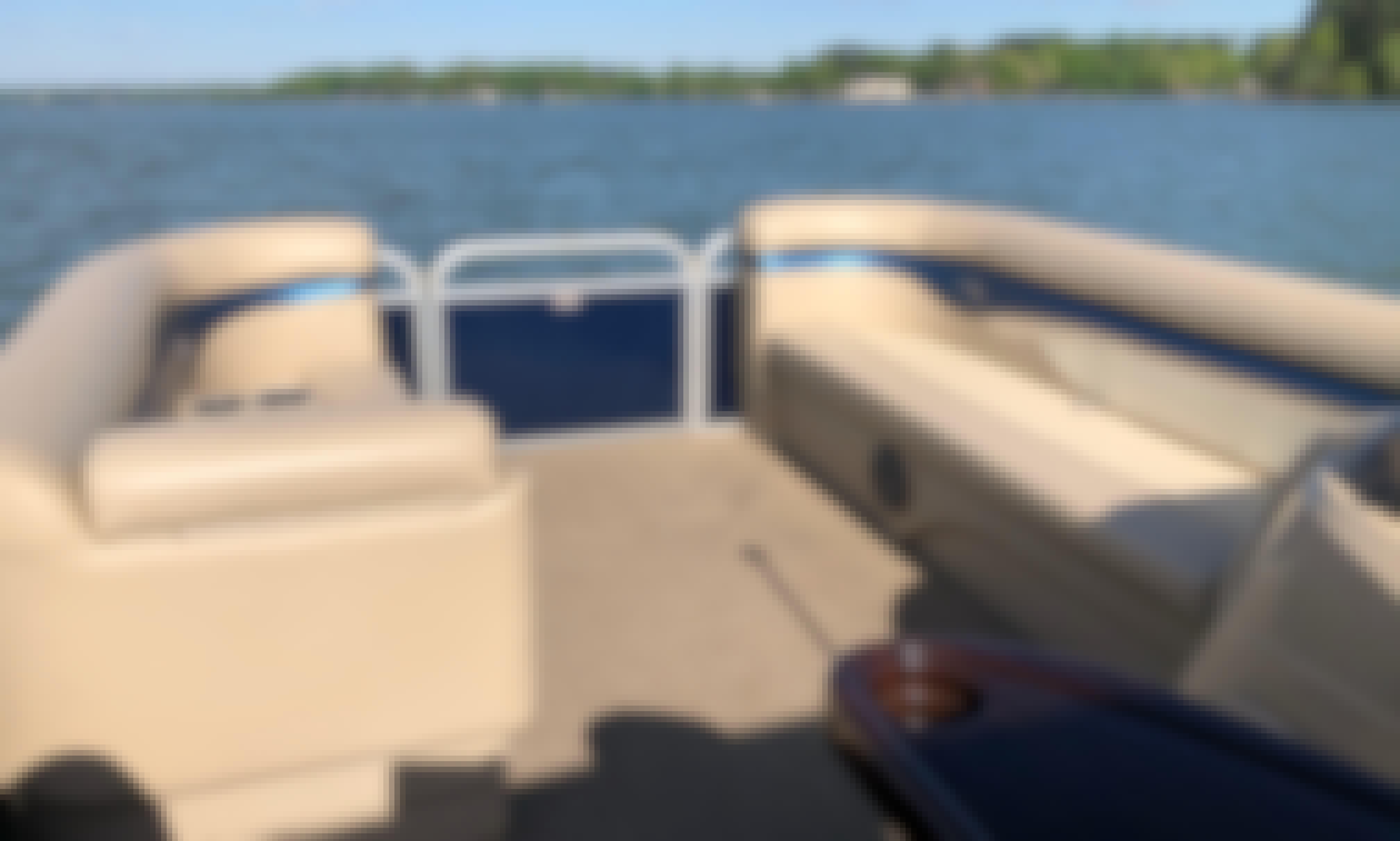 Bennington Pontoon 24' on Lake Norman