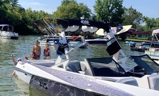 Axis T22 WakeBoat! Surfin in the spa!