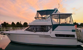 Lux Yacht on the Hudson for sunset cruise or beach trips