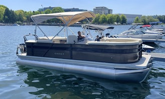 Crest 22ft Pontoon Party Boat In Seattle Area And Surrounding Lakes