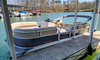 Suntracker Pontoon Boat Rental for 9 people in Lavonia, Lake Hartwell - Harbor Light Marina