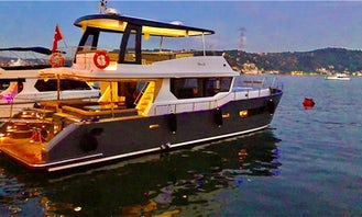 Luxury Motor Yacht for 15 person Tour in İstanbul