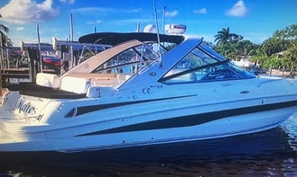Perfect Comfortable Sea Ray 370 Venture Powerboat for Daily Charter in Stuart