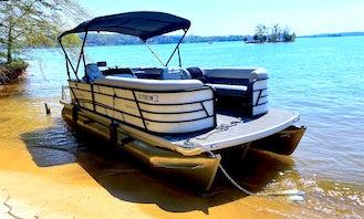22' Tritoon w/ 175 hp Yamaha VMAX on Lake Keowee