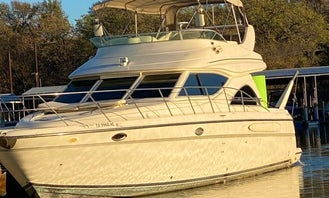 Daily Luxury Yacht Charter in Hickory Creek