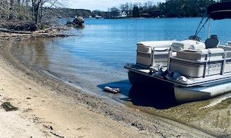 Harris Flotebote 18' Pontoon in Lake Norman of Mooresville