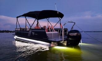 23 ft Viaggio Tritoon on Lake Conroe!