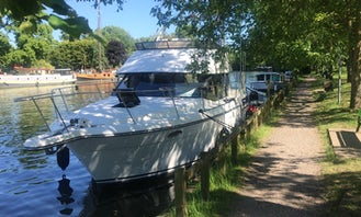 Smart motor cruiser perfect for up to 12 passengers near Staines